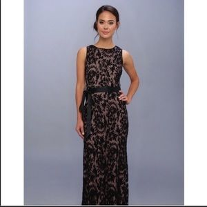 Adrianna Papell Black Lace Overlay Formal Dress 10